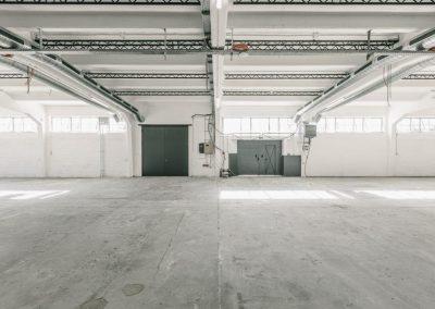 Blick auf Bühnenposition quer + links Tor zum Einbringen von Fahrzeugen